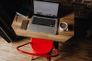In diesem SEO Seminar lernst du die Grundlagen der Suchmaschinenoptimierung kennen und wie du bessere Rankings für deine Website oder deinen Blog bei Google erzielst.